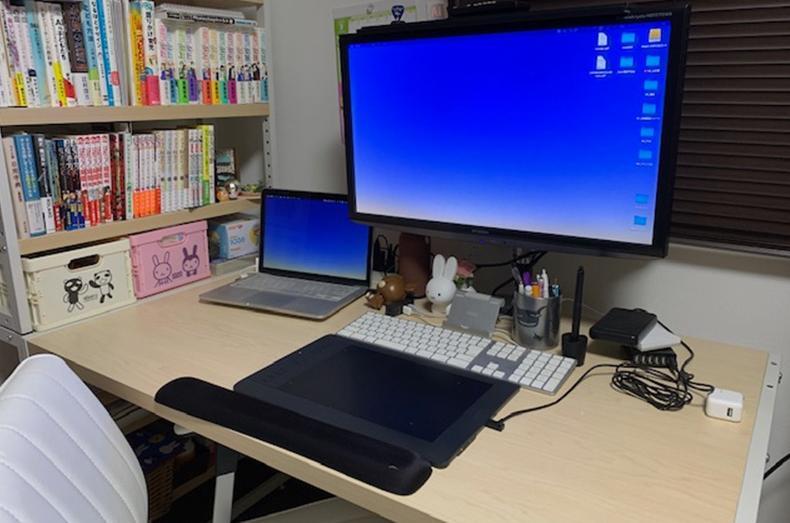 豊田さんご自宅の仕事部屋の様子。