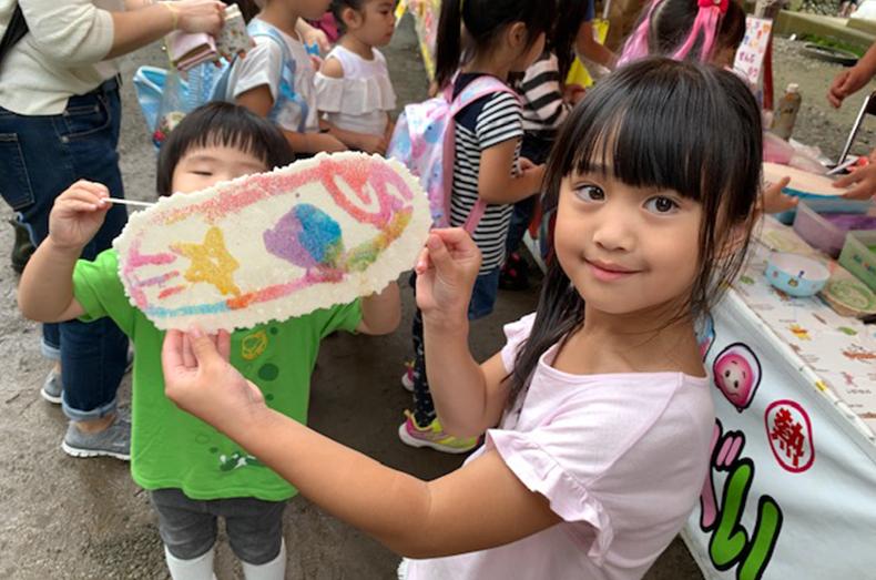 近所にある有鹿神社の夏祭りに参加したときの様子。