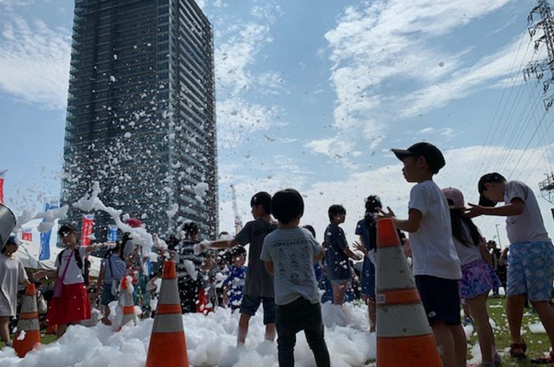 駅前の広場で開催されたイベントの参加したときの様子。