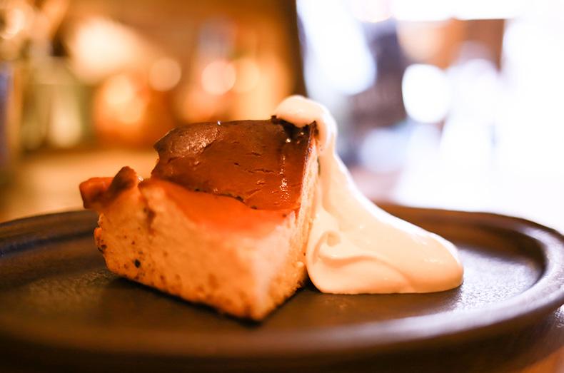 〆の甘いものにはバスク風チーズケーキ