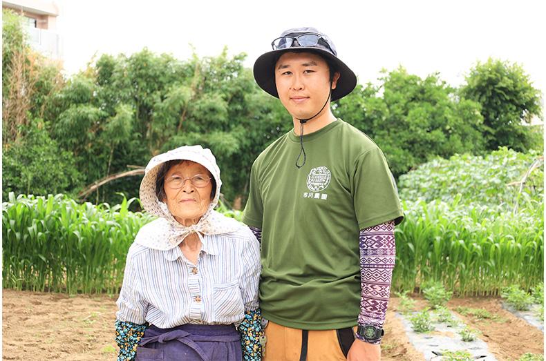 市川農園 代表の市川晋さんと祖母のヨシエさん